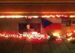 О погибших хоккеистах скорбят на улицх Праги, Брно и Карловых вар