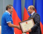 """В.Путин наградил членов ХК """"Динамо"""" за заслуги в развитии спорта"""