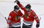 """Клуб НХЛ """"Чикаго"""" подписал новые контракты с Кейном и Тейвзом на сумму $84 млн"""