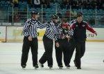 Арбитр получил перелом носа во время хоккейного матча между «Автомобилистом» и «Слованом»