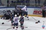 Матч КХЛ закончился массовой дракой