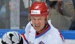 Молодым хоккеистам было бы полезно проводить в юниорской сборной два года - Прохоров