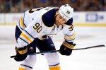"Форвард ""Баффало"" забросил шайбу со своей половины площадки в матче НХЛ"