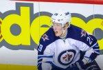 Финский хоккеист с добивания отправил шайбу в свои ворота в матче НХЛ