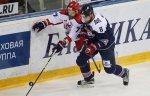 Польский хоккеист Вольский приступил к тренировкам на льду после травмы позвоночника