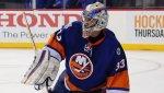 Отразивший 50 бросков голкипер стал первой звездой дня в НХЛ